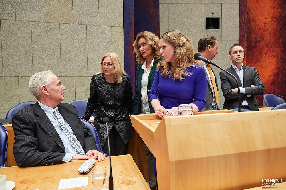 Den Haag, 28 januari 2016 - Commissievoorzitter Carola Schouten (Christenunie) tijdens een korte schorsing.  De Tweede kamer vergadert over de resultaten van het rapport van de commissie van onderzoek (Stiekem). Foto: Phil Nijhuis