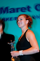 08-10-2006 VOLLEYBAL: GALA 2006: DOETINCHEM<br /> In de schouwburg van Doetinchem werd het volleybalgala 2006 gehouden / Maret Grothues mocht als eerste talent de DELA award in ontvangst nemen<br /> ©2006-WWW.FOTOHOOGENDOORN.NL