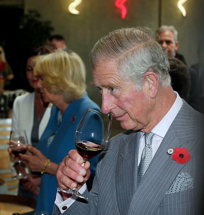 Prince Charles, Prince of Wales and Camilla, Duchess of Cornwall taste wine during their tour of the Mahana winery near Nelson, New Zealand, Saturday, November 07, 2015. SNPA / Reuters, Anthony Phelps **POOL**