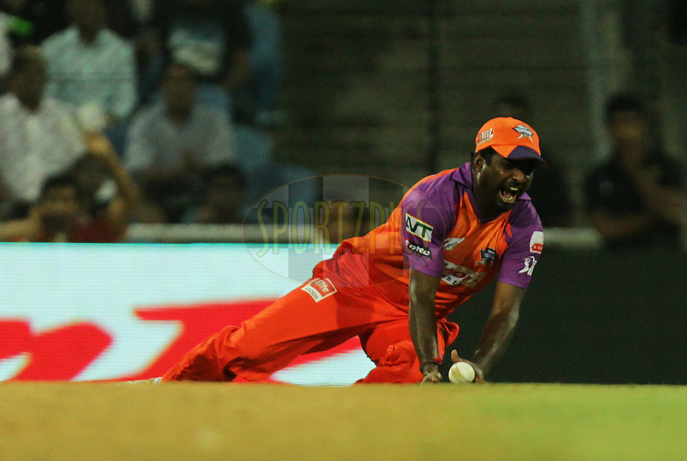 Muttiah Muralitharan of Kochi Tuskers Kerala tries take a catch during  match 10 of the Indian Premier League ( IPL ) Season 4 between the Pune Warriors and the Kochi Tuskers Kerala held at the Dr DY Patil Sports Academy, Mumbai India on the 13th April 2011..Photo by BCCI/SPORTZPICS