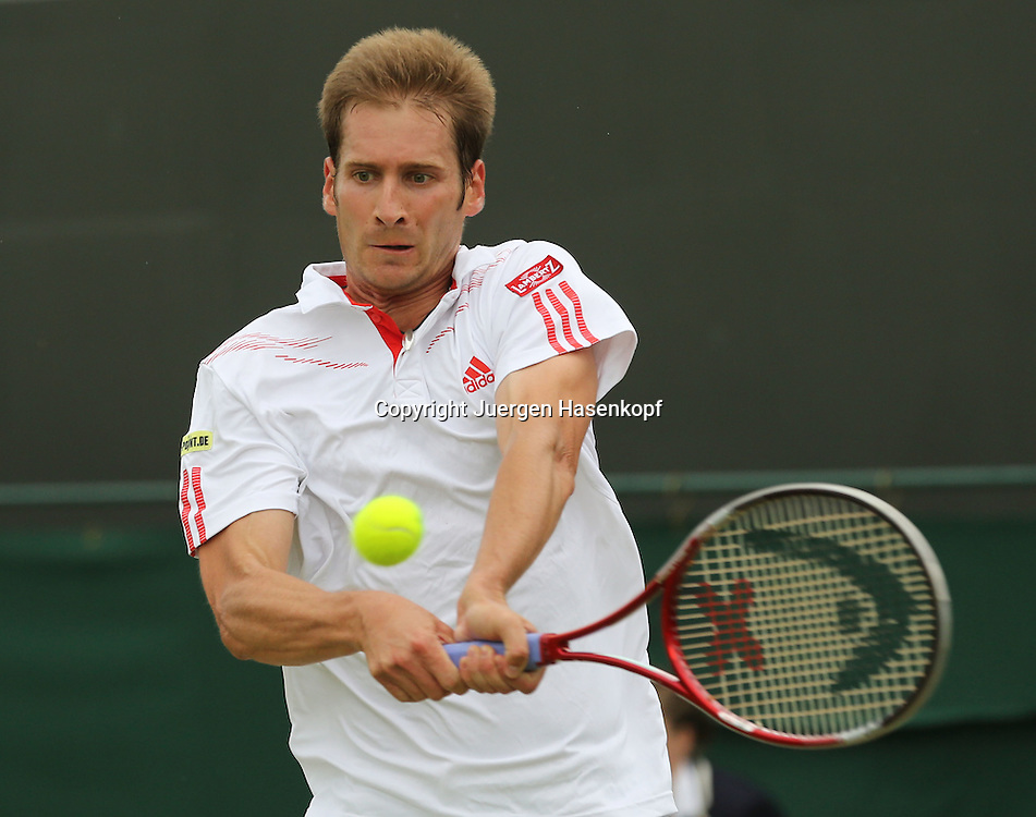 Wimbledon Championships 2012 AELTC,London,.ITF Grand Slam Tennis Tournament,.Florian Mayer (GER), Aktion,Einzelbild,Halbkoerper,Querformat,