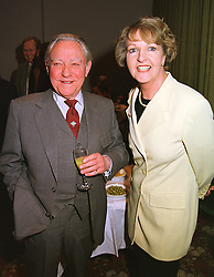 Actor RICHARD TODD and actress PENELOPE KEITH, at a party in London on 15th April 1999.MRC 21