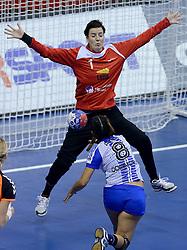07-12-2013 HANDBAL: WERELD KAMPIOENSCHAP NEDERLAND - DOMINICAANSE REPUBLIEK: BELGRADO <br /> 21st Women s Handball World Championship Belgrade, Nederland wint met 44-21 / Marieke van der Wal<br /> ©2013-WWW.FOTOHOOGENDOORN.NL