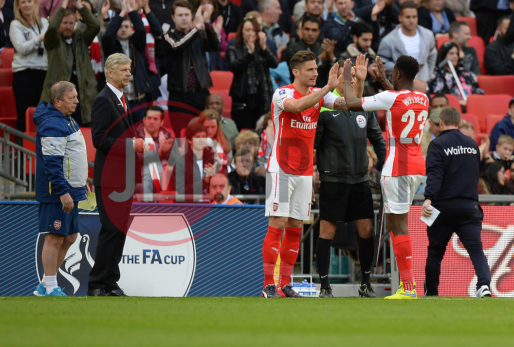 Arsenal's Olivier Giroud replaces Arsenal's Danny Welbeck - Photo mandatory by-line: Alex James/JMP - Mobile: 07966 386802 - 18/04/2015 - SPORT - Football - London - Wembley Stadium - Reading v Arsenal - FA Cup Semi-Final