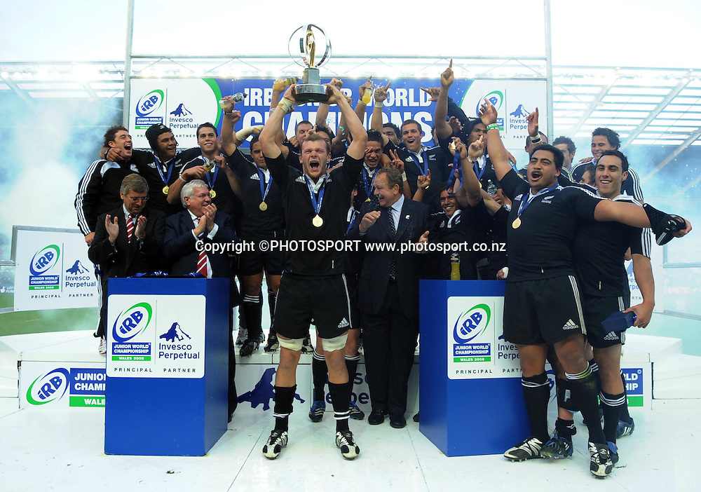 New Zealand celebrate winning the Junior World Championship. IRB Junior World Championship Final, New Zealand Under 20 v England Under 20, Sunday 22 June 2008. Photo: Huw Evans Picture Agency/PHOTOSPORT