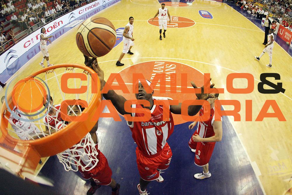 DESCRIZIONE : Milano Lega A 2008-09 Playoff Quarti di finale Gara 4 Armani Jeans Milano Bancatercas Teramo<br /> GIOCATORE : Brandon Brown<br /> SQUADRA : Bancatercas Teramo<br /> EVENTO : Campionato Lega A 2008-2009<br /> GARA : Armani Jeans Milano Bancatercas Teramo<br /> DATA : 24/05/2009<br /> CATEGORIA : Rimbalzo Special<br /> SPORT : Pallacanestro<br /> AUTORE : Agenzia Ciamillo-Castoria/G.Cottini<br /> Galleria : Lega Basket A1 2008-2009<br /> Fotonotizia : Milano Lega A 2008-09 Playoff Quarti di finale Gara 4 Armani Jeans Milano Bancatercas Teramo<br /> Predefinita :