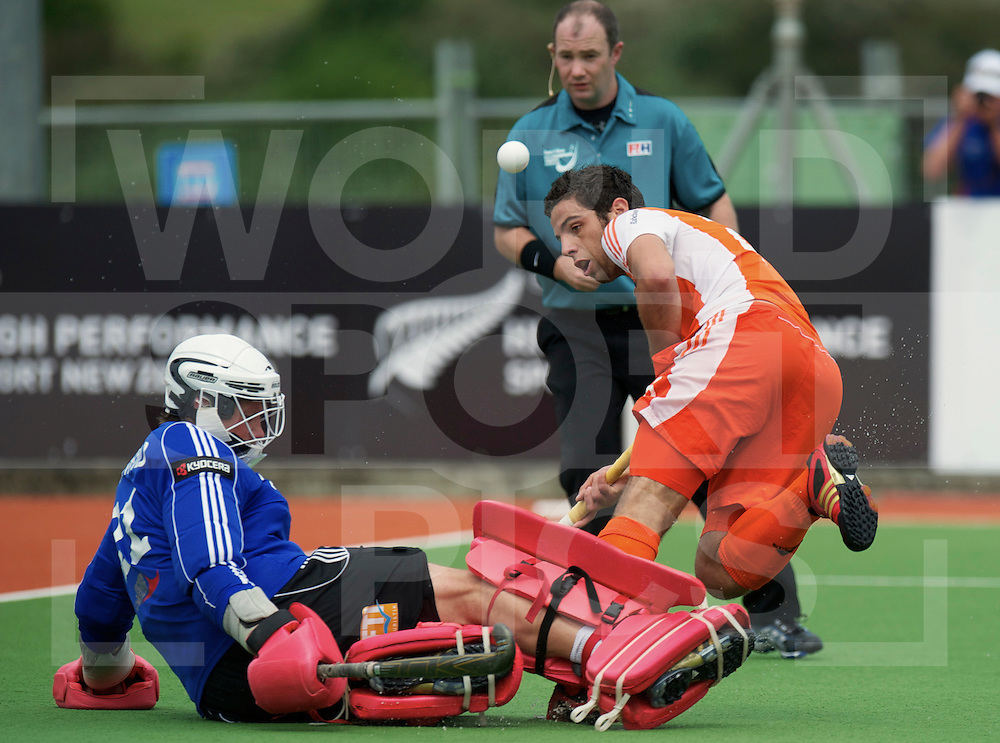 Germany goalkeeper Max Weinhold stop Valentijn Verga,  during their Champions Trophy hockey match Netherlands against Germany  in Auckland, New Zealand, 01.12.2011. Foto: Frank Uijlenbroek