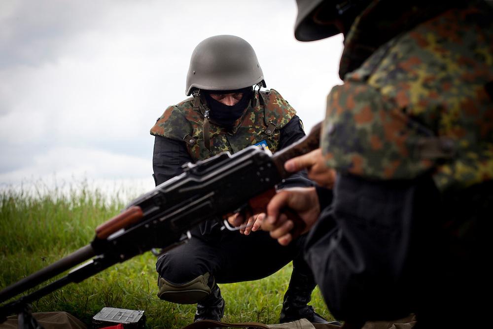 Addestramento soldati del battaglione Donbass.