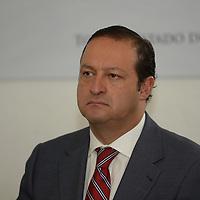 Toluca, México.- José Luis Velasco Lino, delegado federal de la Secretaria de Economía durante la reunión del Comité para el Restablecimiento del Abasto Privado en Situaciones de Emergencia. Agencia MVT / Crisanta Espinosa