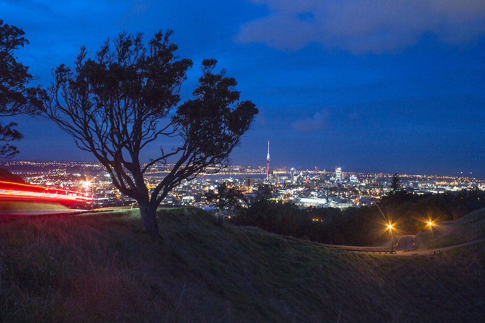 Auckland city at night from mt eden