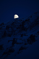 "© Licensed to London News Pictures. 11/04/2014. The Moon drops behind ""Flat Mountain"" at 1.50 am in Longyearbyen, Svalbard. Photo credit : Mike King/LNP"