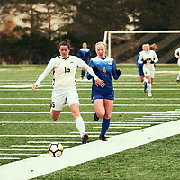 1st year defender, Abby Kirk (15) of the Regina Cougars during the Women's Soccer home game on Sat Oct 13 at U of R Field. Credit: Arthur Ward/Arthur Images