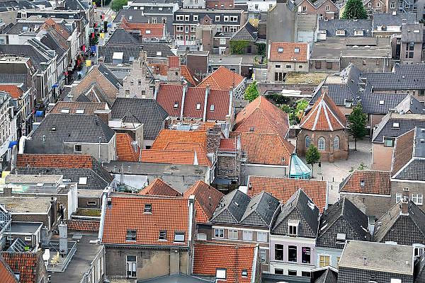 Nederland, Nijmegen, 22-8-2012Zicht van boven op een stukje van de oude binnenstad van Nijmegen, de benedenstad bij de Lange Hezelstraat. Te zien is o.a. de St. Geertrudiskapel uit 1438.FOTO: FLIP FRANSSEN/ HOLLANDSE HOOGTE