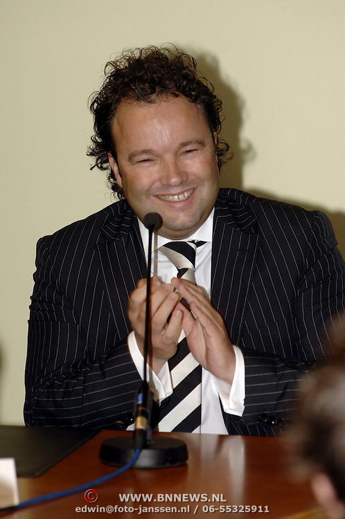 NLD/Vinkeveen/20051101 - Persconferentie Christijan Albers word de nieuwe rijder voor F1 Midland, Lodewijk Varossieau