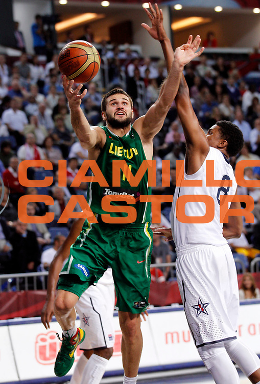 DESCRIZIONE : Istanbul Turchia Turkey Men World Championship 2010 Semifinals Campionati Mondiali Semifinali USA Lithuania<br /> GIOCATORE : Linas Kleiza<br /> SQUADRA : Lithuania Lituania<br /> EVENTO : Istanbul Turchia Turkey Men World Championship 2010 Campionato Mondiale 2010<br /> GARA : USA Lithuania USA Lituania<br /> DATA : 11/09/2010<br /> CATEGORIA : tiro shot<br /> SPORT : Pallacanestro <br /> AUTORE : Agenzia Ciamillo-Castoria/M.Kulbis<br /> Galleria : Turkey World Championship 2010<br /> Fotonotizia : Istanbul Turchia Turkey Men World Championship 2010 Semifinals Campionati Mondiali Semifinali USA Lithuania <br /> Predefinita :