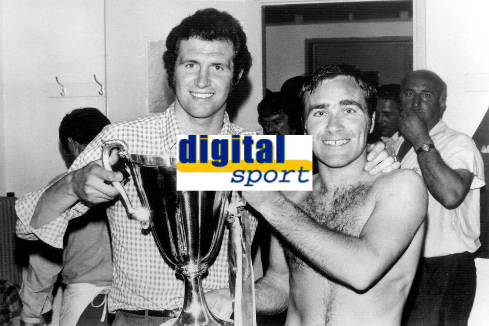 Fotball<br /> England<br /> Foto: Colorsport/Digitalsport<br /> NORWAY ONLY<br /> <br /> Chelsea historikk<br /> Ron Harris (Captain) - Chelsea/England (U23). 1961-79. With Peter Osgood & The Cup. Chelsea v Real Madrid (2-1), Cup Winners Cup Final @ Athens, 21/5/71.
