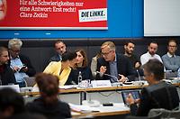 DEU, Deutschland, Germany, Berlin, 25.09.2018: Die Vorsitzenden der Bundestagsfraktion von DIE LINKE, Dr. Sahra Wagenknecht und Dr. Dietmar Bartsch, hier mit der Journalistin Mesale Tolu (M) und dem Menschenrechtsaktivisten Peter Steudtner (L) bei einer Fraktionssitzung von DIE LINKE.