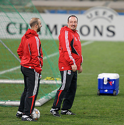 MARSEILLE, FRANCE - Monday, December 10, 2007: Liverpool's manager Rafael Benitez and physiotherapist Victor Salinas during training at the Stade Velodrome ahead of the final UEFA Champions League Group A match against Olympique de Marseille. Liverpool must win to progress to the knock-out stage. (Photo by David Rawcliffe/Propaganda)