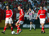 Fotball<br /> Premier League 2004/05<br /> Charlton v West Bromwich<br /> 19. mars 2005<br /> Foto: Digitalsport<br /> NORWAY ONLY<br /> Geoff Horsfield points the way after opening the scoring for West Brom