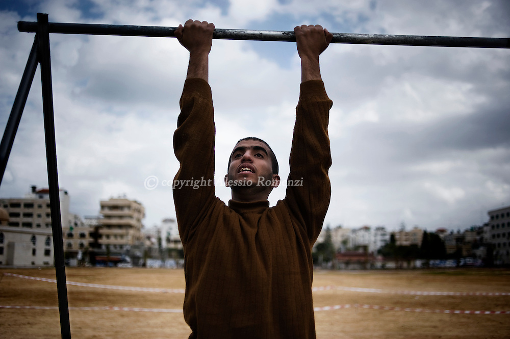Young recruit undergoes a phisical test on February 3, 2010 at a police recruitment point in Gaza City where thousands of young men arrived to be tested by Hams policemen to have a chance to enter the police academy.© ALESSIO ROMENZI