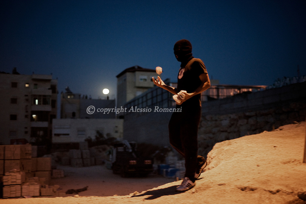 JERUSALEM : A Palestinian youth  during riots on September 23, 2010 in east Jerusalem's Arab district of Issawiya after violence was sparked when a Jewish settlement guard shot dead a Palestinian the previous day in the holy city.© ALESSIO ROMENZI