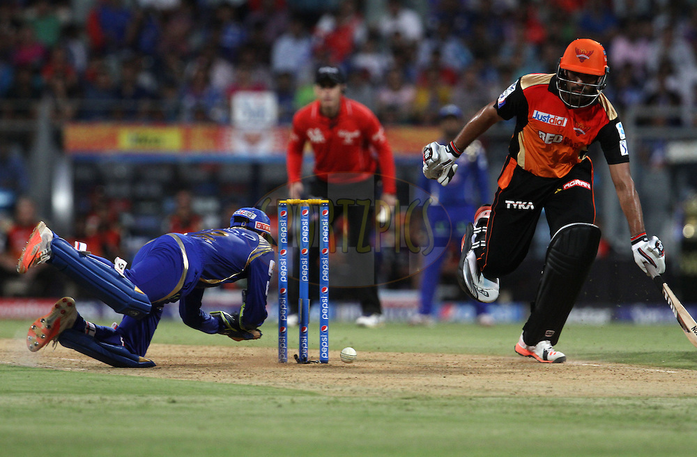 Mumbai Indians player Parthiv Patel tries to runout Sunrisers Hyderabad player Ravi Bopara during match 23 of the Pepsi IPL 2015 (Indian Premier League) between The Mumbai Indians and The Sunrisers Hyderabad held at the Wankhede Stadium in Mumbai India on the 25th April 2015.<br /> <br /> Photo by:  Vipin Pawar / SPORTZPICS / IPL
