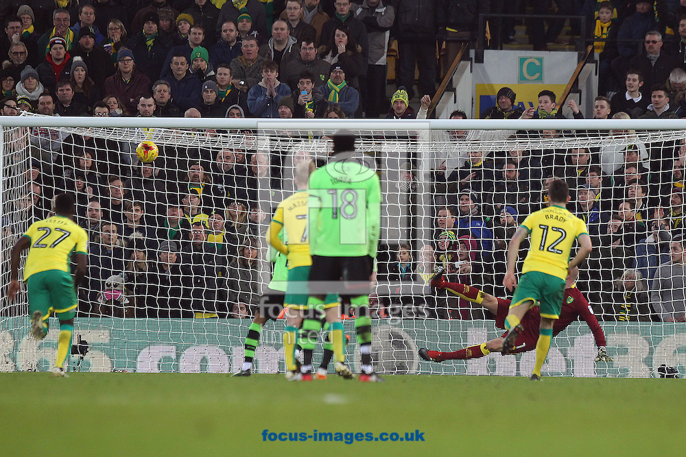 Helder Costa of Wolverhampton Wanderers scores his sides equalising goal from the penalty spot during the Sky Bet Championship match at Carrow Road, Norwich<br /> Picture by Paul Chesterton/Focus Images Ltd +44 7904 640267<br /> 21/01/2017