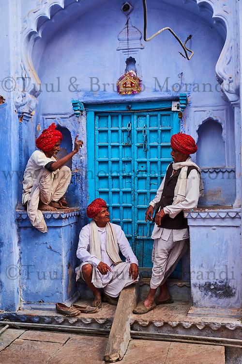Inde, Rajasthan, Jodhpur la ville bleue, discussion // India, Rajasthan, Jodhpur, the blue city, talk time