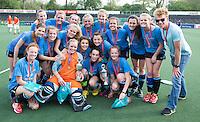 AMSTELVEEN - Het team van het Rijnlands Lyceum in Wassenaar, dat de finale won bij de Meisjes Oud . Finales Nederlands Kampioenschap Schoolhockey 2014. FOTO KNHB/KOEN SUYK