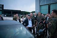 *Exklusiv* Verteidigungsminister Thomas de Maiziere (CDU) besucht ein Soldatenfest in Fassberg. Verteidigungsminister Thomas de Maiziere (CDU) besucht auf seiner Sommerreise das Transporthubschrauberregiment 10 in Fassberg . / 18072012,DEU,Deutschland,Berlin..