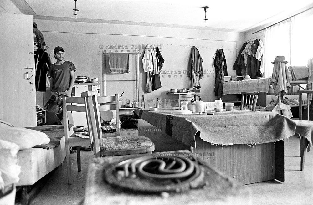 Mukachevo, 13/07/2004: casa per rifugiati e richiedenti asilo politico, nella foto ragazzi iraniani - young refugees from Iran. ©Andrea Sabbadini