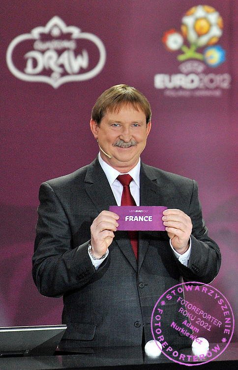 ANDRZEJ SZARMACH (POLAND) SHOWS THE TICKET OF FRANCE DURING THE EUFA EURO 2012 QUALIFYING DRAW IN PALACE SCIENCE AND CULTURE IN WARSAW, POLAND..THE 2012 EUROPEAN SOCCER CHAMPIONSHIP WILL BE HOSTED BY POLAND AND UKRAINE...WARSAW, POLAND , FEBRUARY 07, 2010..( PHOTO BY ADAM NURKIEWICZ / MEDIASPORT )..PICTURE ALSO AVAIBLE IN RAW OR TIFF FORMAT ON SPECIAL REQUEST.