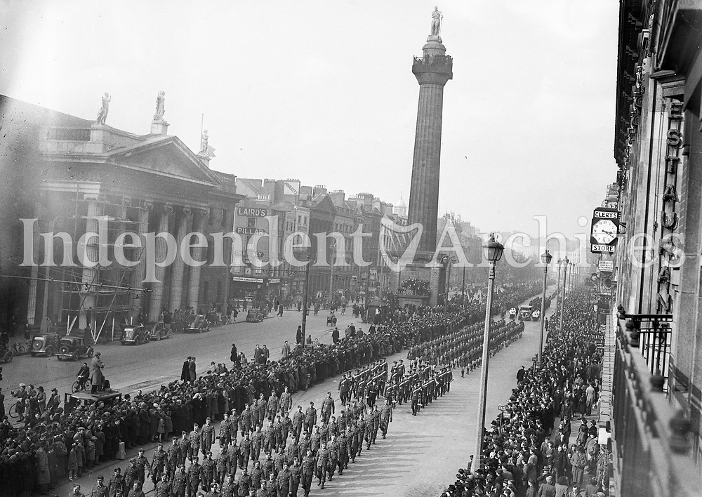 Cardinal Glennor's funeral procession on O'Connell Street in 1946.<br /> (Part of the Independent Ireland Newspapers/NLI Collection)