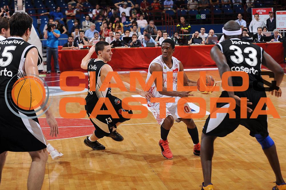 DESCRIZIONE : Milano Lega A 2009-10 Playoff Semifinale Gara 4 Armani Jeans Milano Pepsi Caserta<br /> GIOCATORE : Morris Finley<br /> SQUADRA : Armani Jeans Milano<br /> EVENTO : Campionato Lega A 2009-2010 <br /> GARA : Armani Jeans Milano Pepsi Caserta<br /> DATA : 08/06/2010<br /> CATEGORIA : palleggio<br /> SPORT : Pallacanestro <br /> AUTORE : Agenzia Ciamillo-Castoria/A.Dealberto<br /> Galleria : Lega Basket A 2009-2010 <br /> Fotonotizia : Milano Lega A 2009-10 Playoff Semifinale Gara 4 Armani Jeans Milano Pepsi Caserta<br /> Predefinita :