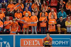 29-12-2013 VOLLEYBAL: DELA TROPHY NEDERLAND - BELGIE: DEN BOSCH <br /> Nederland verliest de eerste wedstrijd met 3-2 van Belgie / Oranje support massaal achter Oranje, publiek, support<br /> ©2013-FotoHoogendoorn.nl