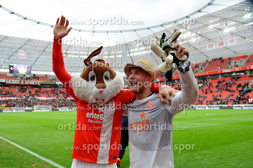 01.03.2014, BayArena, Leverkusen, GER, 1. FBL, Bayer 04 Leverkusen vs 1. FSV Mainz 05, 23. Runde, im Bild V l n r Sebastian Polter, Torhueter Loris Karius ( beide FSV Mainz 05 ) freuen sich mit Karnevalskotuemen der mitgereisten Fans ueber den Auswaertssieg // during the German Bundesliga 23th round match between Bayer 04 Leverkusen and 1. FSV Mainz 05 at the BayArena in Leverkusen, Germany on 2014/03/01. EXPA Pictures &copy; 2014, PhotoCredit: EXPA/ Eibner-Pressefoto/ Thienel<br /> <br /> *****ATTENTION - OUT of GER*****