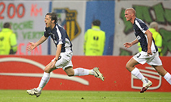 12.05.2010,  Fussball Europa-League 2009/2010 Finale: Atletico Madrid - FC Fulham, in der Hamburger HSH-Nordbank-Arena, Jubel Fulham zum 1:1 , Torschütze Simon Davies (FC Fulham) , Paul Konchesky (FC Fulham)