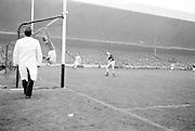 All Ireland Senior Football Final, 22nd September, 1963.Dublin V Galway.Galway Goalie jumps - ball goes over bar for a point ..22.09.1963  22nd September 1963