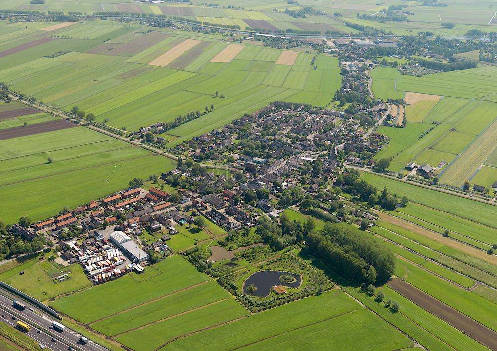 Hoogblokland in de Alblasserwaard in de gemeente Giessenlanden ligt gedeeltelijk langs de Bazeldijk, een weg die werd aangelegd door Keizer Napoleon. Het andere deel van het dorp ligt op en aan de zanddonken, die hier veel te vinden zijn.