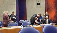 Nederland. Den Haag, 26 oktober 2010.<br /> De Tweede Kamer debatteert over de regeringsverklaring van het kabinet Rutte.<br /> Mark Rutte begroet Henk Kamp, Opstelten, VVD, Gerd Leers<br /> Kabinet Rutte, regeringsverklaring, tweede kamer, politiek, democratie. regeerakkoord, gedoogsteun, minderheidskabinet, eerste kabinet Rutte, Rutte1, Rutte I, debat, parlement<br /> Foto Martijn Beekman