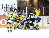 Ishockey , Get-Ligaen , Finalespill <br /> 16.04.15<br /> Hamar OL-Amfi<br /> Storhamar v Stavanger Oilers   2-1<br /> Foto : Dagfinn Limoseth , Digitalsport<br /> Linus Johansson , Storhamar (40) og Luke Moffatt , Storhamar (7)