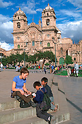 PERU, HIGHLANDS, CUZCO foreign student in the Plaza de Armas