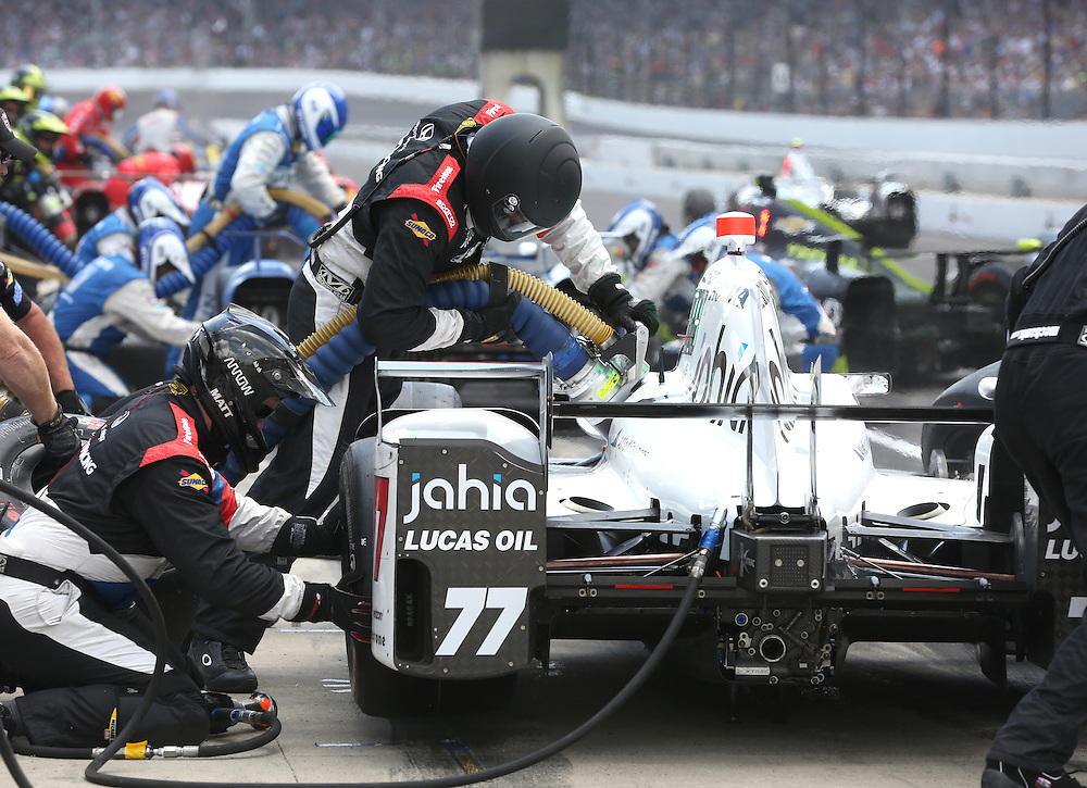 Oriol Servia's crew completes a pit stop during the 100th running of the Indianapolis 500 May 29, 2016.