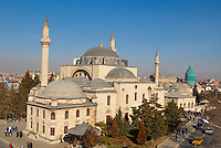Turquie. Anatolie Centrale. Ville de Konya. Tombe de Mevlana. Le grand maitre soufi Djalal ed-Din Rumi ou Djalal-e-Din Mohammad Molavi Rumi ou Djalaleddine Roumi (1207-1273), fondateur de l'ordre des derviches tourneurs est connu sous le nom de Mevlana. Il est entérré à Konya. // Turkey. Central Anatolia. City of Konya. Mevlana tomb. The sufi master Djalal ed-Din Rumi ou Djalal-e-Din Mohammad Molavi Rumi ou Djalaleddine Roumi (1207-1273), founded of whirling dervishes order is knows with the name of Mavlana. Is bury in Konya.