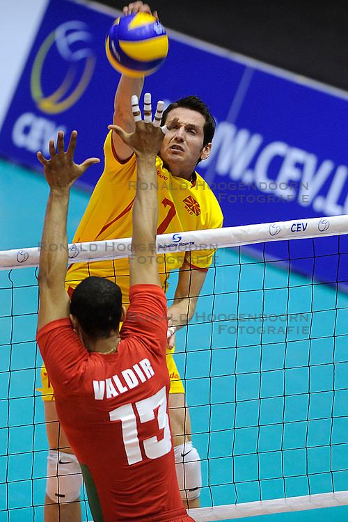 28-05-2010 VOLLEYBAL: EK KWALIFICATIE PORTUGAL - MACEDONIE: ROTTERDAM<br /> Portugal wint met 3-0 van Macedonie en is groepswinnaar geworden / Aleksandar Milkov<br /> &copy;2010-WWW.FOTOHOOGENDOORN.NL