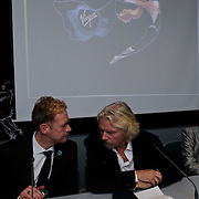 NLD/Den Haag/20111114 - Perslunch Virgin Galactic iav Sir Richard Branson, met Ronald Heister