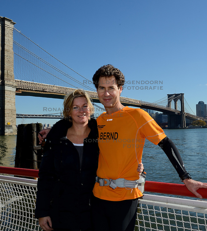 04-11-2012 ALGEMEEN: BVDGF NY MARATHON: NEW YORK<br /> De lopers van de BvdGf hebben vandaag hun eigen route gelopen langs de Hudson, Brooklyn en Manhattan Bridge <br /> &copy;2012-FotoHoogendoorn.nl