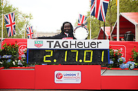 Mary Keitany KENwith her World Record in the Elite Women's Race. The Virgin Money London Marathon, 23rd April 2017.<br /> <br /> Photo: Ben Queenborough for Virgin Money London Marathon<br /> <br /> For further information: media@londonmarathonevents.co.uk