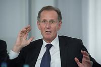 10 MAY 2012, BERLIN/GERMANY:<br /> Prof. Dr. Dr. h.c. Bert Ruerup, Vorsitzender des Kuratoriums DIW Berlin, Pressegespraech zu den Ergebnissen der Kuratoriumssitzung, DIW Berlin<br /> IMAGE: 20120510-01-014<br /> KEYWORDS: Bert Rürup