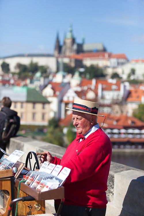 Musiker auf der Karlsbrücke in Prag.